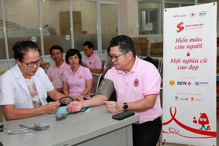"""Tổng giám đốc CPV: Ông Montri Suwanposri hiến máu trong chương trình """"Hành trình đỏ"""""""