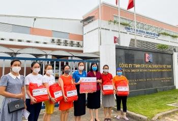 ActionAid Việt Nam hỗ trợ nhu yếu phẩm cho 700 công nhân may mặc tại Hải Phòng