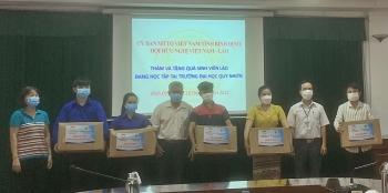 Liên hiệp Hữu nghị tỉnh Bình Định tặng quà cho 115 lưu học sinh Lào tại Đại học Quy Nhơn