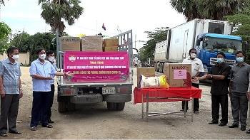 Đồng Tháp hỗ trợ gạo, vật tư y tế cho tỉnh Prayveng (Campuchia) chống dịch COVID-19