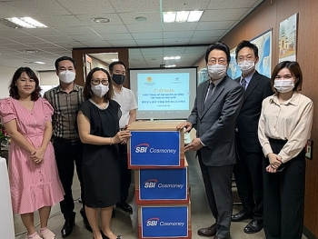 Trao tặng 10.000 khẩu trang y tế cho lao động Việt Nam tại Hàn Quốc