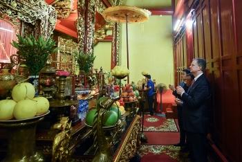 Đại sứ Mỹ thăm và dâng hương tai khu di tích Bạch Đằng Giang (Hải Phòng)
