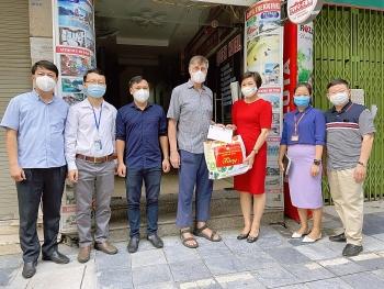 HAUFO hỗ trợ người dân và bạn bè quốc tế gặp khó khăn do dịch COVID-19 trên địa bàn Hà Nội