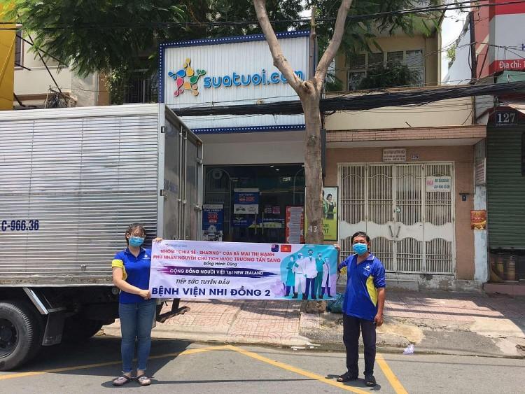 Cộng đồng người Việt tại New Zealand trao tặng 80.000 hộp sữa cho 26 bệnh viện tại TP.HCM