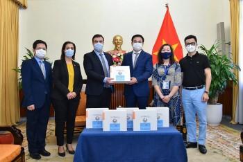 Israel trao tặng máy thở hỗ trợ Việt Nam phòng chống dịch COVID-19