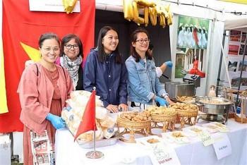 ĐSQ Việt Nam tại Trung Quốc tổ chức giao lưu văn hóa hữu nghị quốc tế