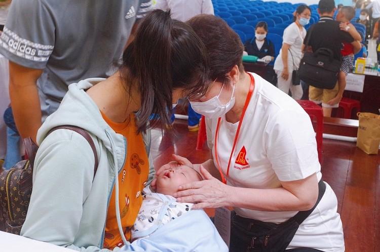Tổ chức Operation Smile Việt Nam phẫu thuật thành công cho 94 trẻ bị dị tật hàm mặt tại Quảng Ngãi