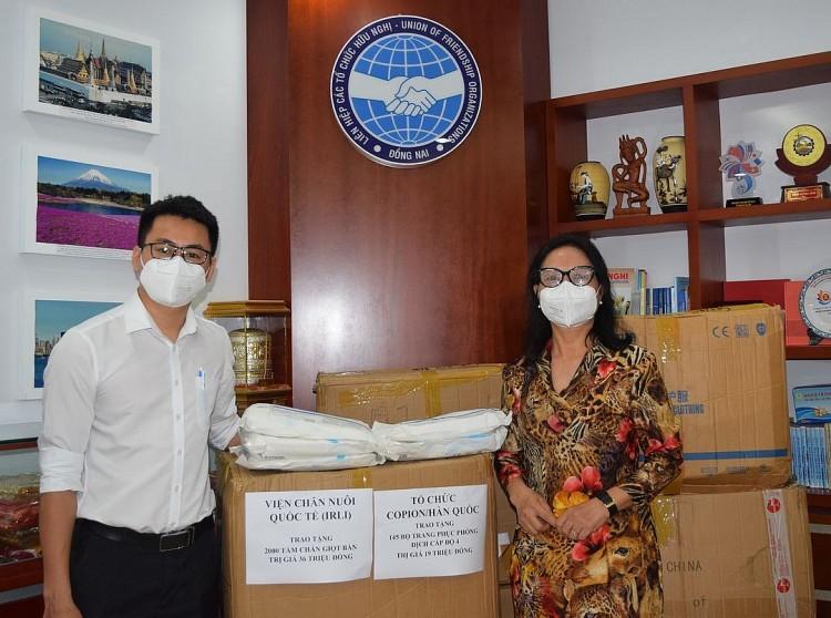 Liên hiệp Đồng Nai thay mặt tổ chức COPION/Hàn Quốc và ILRI/Mỹ  trao tặng vật tư y tế cho Sở Y tế