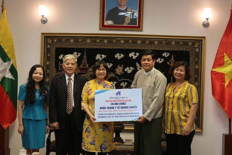 Hội hữu nghị Việt Nam - Myanmar tặng nhân dân nước bạn hơn 540 triệu đồng và vật tư y tế chống dịch COVID-19
