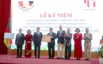Trao Huân chương Lao động hạng Nhì cho Hội hữu nghị Việt Nam-Đức vì những đóng góp cho tình hữu nghị hai nước