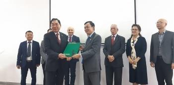 Hội hữu nghị Việt Nam – Italia giới thiệu sách và trao tặng 2 ấn phẩm cho Bảo tàng Hồ Chí Minh