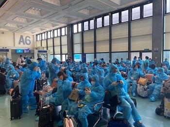 Thêm chuyến bay đưa hơn 350 công dân Việt Nam từ Canada và Hàn Quốc về nước an toàn