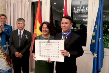 Chủ tịch Hội Hữu nghị Việt Nam-Tây Ban Nha nhận Huân chương Công trạng Dân sự của Nhà vua Tây Ban Nha
