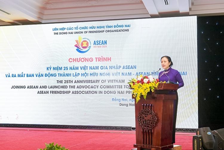 Chủ tịch Liên hiệp các tổ chức hữu nghị Việt Nam Nguyễn Phương Nga phát biểu tại sự kiện.