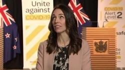 Thủ tướng New Zealand bình tĩnh trả lời phỏng vấn giữa động đất