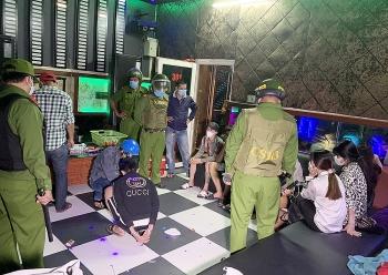 An Giang: Kiểm tra quán Karaoke phát hiện 8 nam, nữ dương tính với ma túy