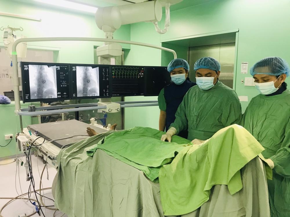Cần Thơ: Người phụ nữ 54 tuổi đột quỵ não khi đang ngủ, bệnh viện huy động 2 ê kíp cấp cứu kịp thời