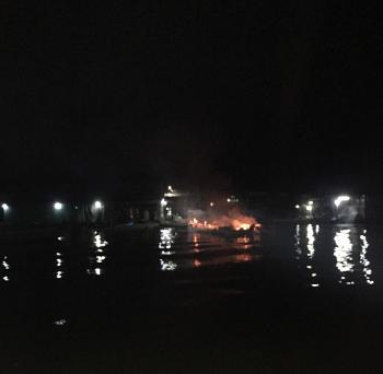 Lực lượng liên ngành chống buôn lậu tỉnh An Giang chữa cháy, cứu người giữa đêm khuya