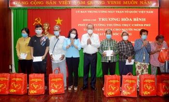 Phó Thủ tướng Thường trực Trương Hòa Bình tặng quà Tết bà con khó khăn tại Sóc Trăng