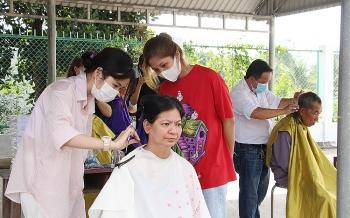 An Giang: Khám bệnh cấp thuốc miễn phí và trao quà cho nhiều hoàn cảnh khó khăn