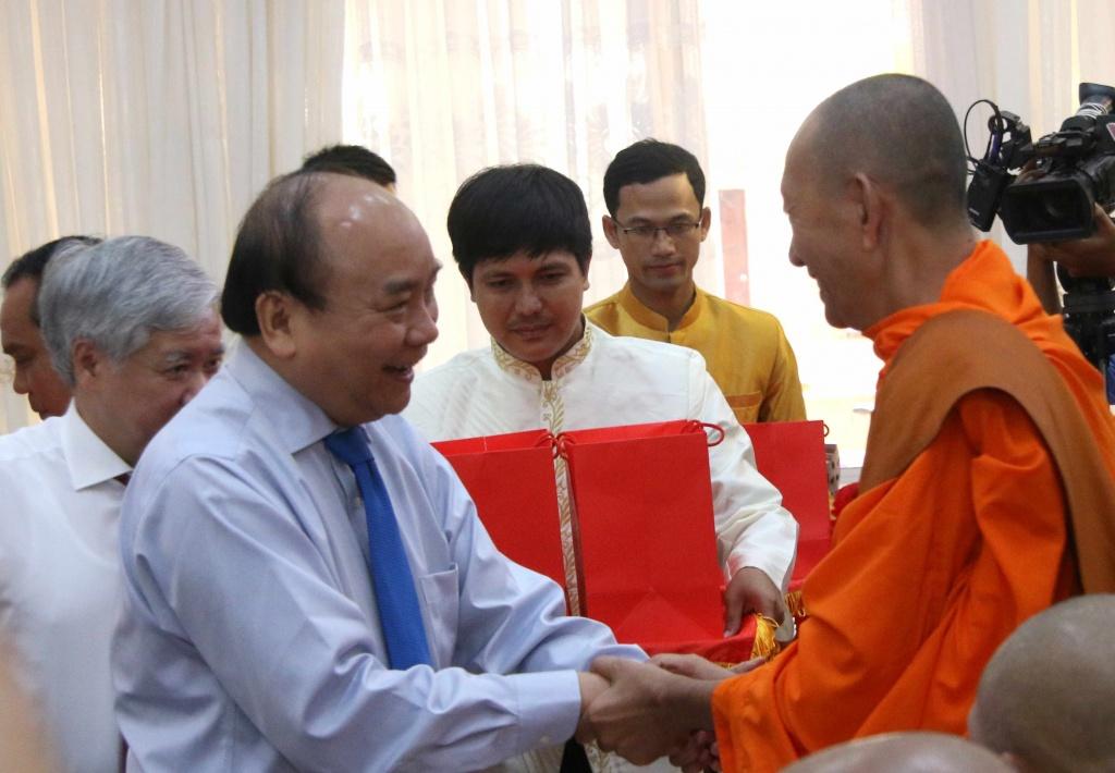 thu tuong dong bao dan toc khmer co truyen thong yeu nuoc