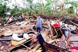 Kiên Giang: Mưa trái mùa, giông lốc làm sập hàng chục căn nhà