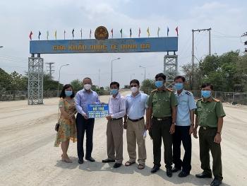 Đồng Tháp: Tiếp tục hỗ trợ 200 triệu đồng cho người dân Campuchia phòng chống dịch Covid-19