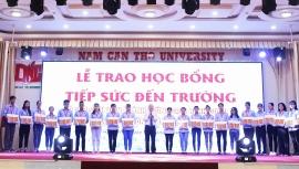 Đại học Nam Cần Thơ trao hơn 100 suất học bổng cho sinh viên bị ảnh hưởng dịch Covid-19