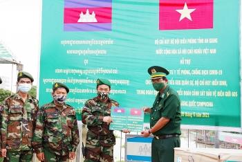 An Giang: Hỗ trợ lực lượng bảo vệ biên giới nước bạn Campuchia phòng, chống dịch Covid-19