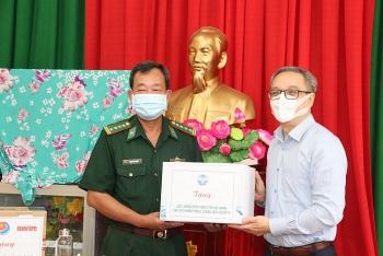 Hỗ trợ 150 triệu đồng cho Bộ đội Biên phòng tỉnh An Giang phòng chống dịch Covid-19