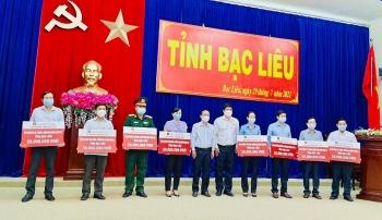 Agribank chi nhánh Bạc Liêu ủng hộ 400 triệu đồng cho công tác chống dịch Covid-19