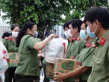 Thăm tặng quà các Chốt phòng chống dịch Covid-19 biên giới An Giang