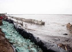 Sạt lở đê biển Tây, Cà Mau ban bố tình trạng KHẨN CẤP!