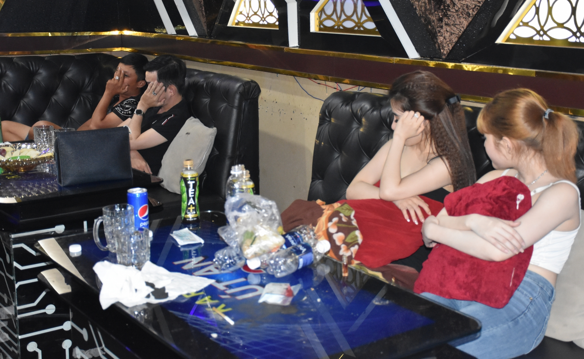 ben tre tam giu 26 doi tuong su dung ma tuy trong quan karaoke