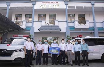 Kiên Giang: Tiếp nhận và bàn giao 2 xe cứu thương do KUFO vận động tài trợ