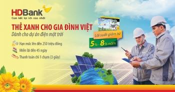 """HDBank trao """"Thẻ Xanh cho gia đình Việt"""" đến những khách hàng đầu tiên"""