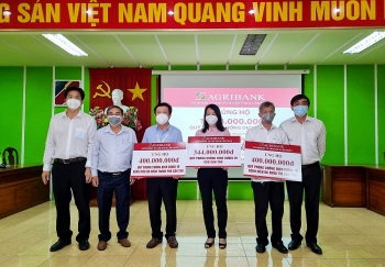 Chi nhánh Agribank tại Cần Thơ, Sóc Trăng tiếp tục ủng hộ Quỹ phòng chống dịch Covid-19