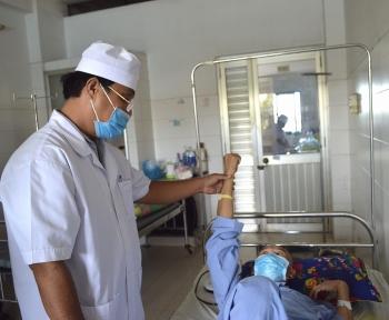 Cần Thơ: Cứu sống bệnh nhân bị thanh sắt đâm xuyên sọ não