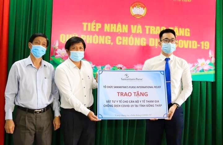 Tổ chức SPIR trao tặng vật tư y tế phòng chống dịch Covid-19 cho tỉnh Đồng Tháp