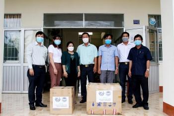 Liên hiệp Cần Thơ trao tặng vật tư y tế cho lực lượng phòng, chống dịch COVID-19