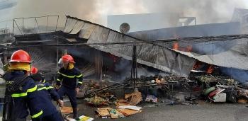 Cà Mau: Bất ngờ xảy ra cháy chợ tại trung tâm thành phố