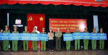 Bộ trưởng Tô Lâm đến thăm và làm việc với Công an tỉnh An Giang
