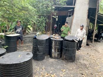 Phát hiện cơ sở tái chế nhớt thải trái phép với số lượng lớn ở An Giang