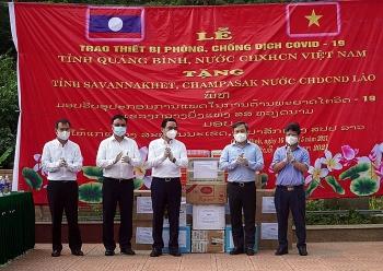 Quảng Bình trao tặng thiết bị chống dịch COVID-19 cho hai tỉnh Sa-vẳn-na-khệt va Chăm-pa-sắc (Lào)