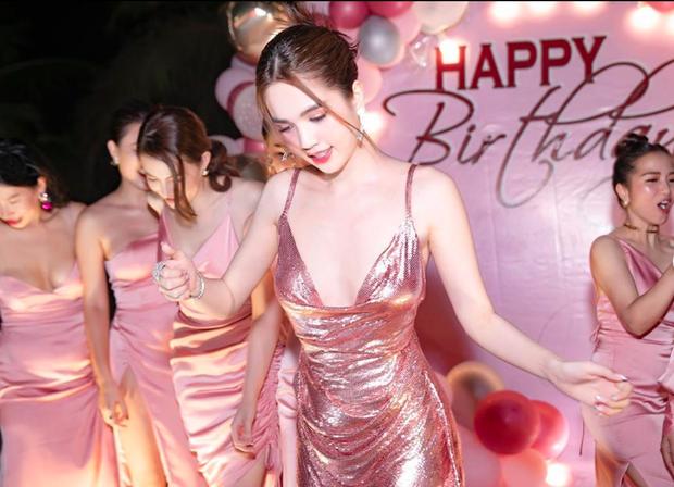 Ngọc Trinh mở tiệc sinh nhật cùng