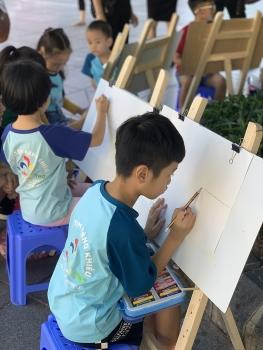 """Hơn 300 thiếu nhi Thủ đô và quốc tế tham gia thi vẽ tranh """"Em yêu Hà Nội- Thành phố vì Hòa Bình"""""""