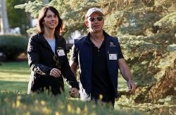 Vợ ông chủ Amazon nhận 38 tỷ USD sau ly hôn