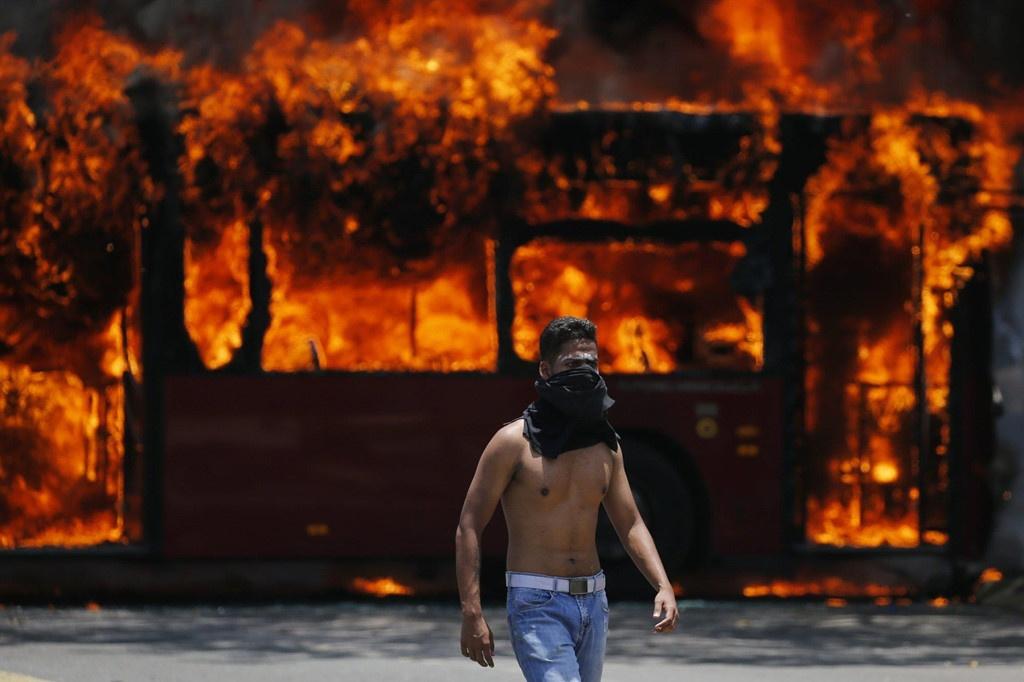 bao loan o venezuela sau tuyen bo dao chinh