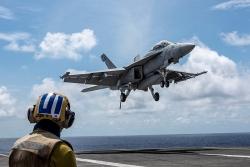 """Trung Quốc tập trận ở Hoàng Sa, Mỹ kéo tàu sân bay """"khủng"""" vào Biển Đông"""