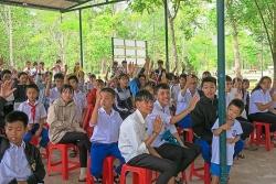 peacetrees vietnam trao hoc bong cho hon 260 hoc sinh quang tri co hoan canh kho khan
